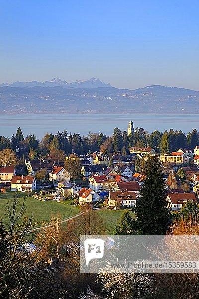 Ausblick über Bad Schachen auf das Appenzeller Land und den Säntis  Hoyerberg  Lindau  Bodensee  Schwaben  Bayern  Deutschland  Europa