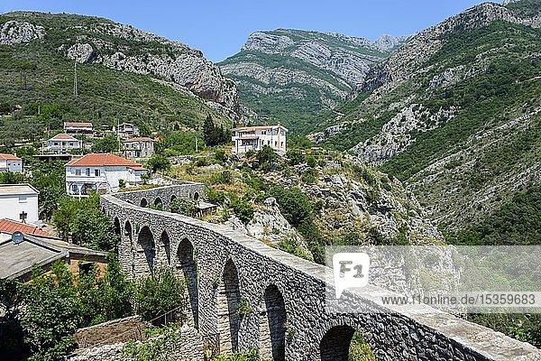 Aquädukt in der historischen Siedlung  Stari Bar  Montenegro  Europa