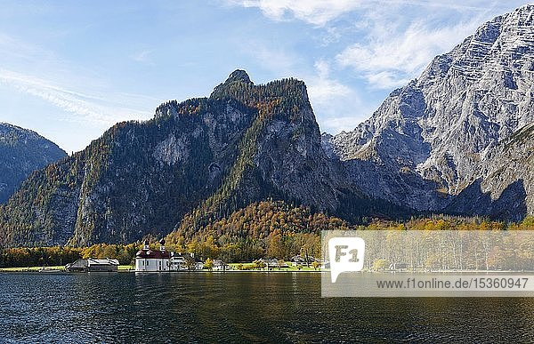 Wallfahrtskirche St. Bartholomä am Königssee vor Watzmannmassiv  Nationalpark Berchtesgaden  Berchtesgadener Land  Oberbayern  Bayern  Deutschland  Europa