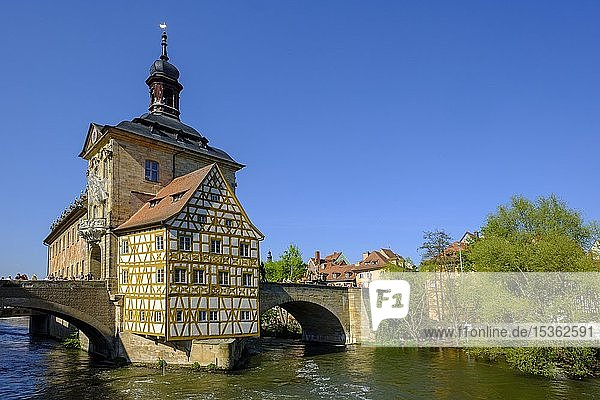 Altes Rathaus und Obere Brücke  Fluss Regnitz  Bamberg  Oberfranken  Franken  Bayern  Deutschland  Europa