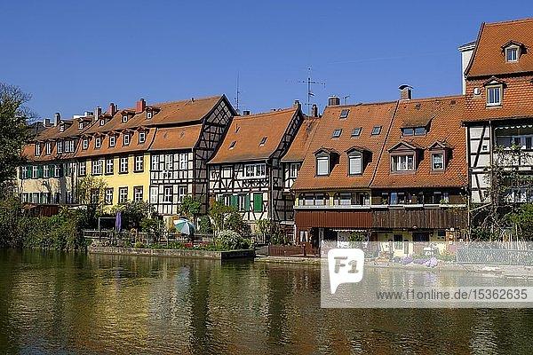 Altstadtviertel Klein Venedig am Ufer der Regnitz  Bamberg  Oberfranken  Franken  Bayern  Deutschland  Europa