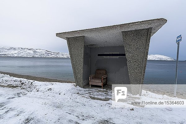 Bushaltestelle auf der Insel Ringvasoya  Tromsö  Norwegen  Europa