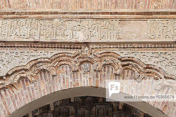 Eingangsportal  Corral del Carbón  Karawanserei aus maurischer Zeit  Granada  Andalusien  Spanien  Europa