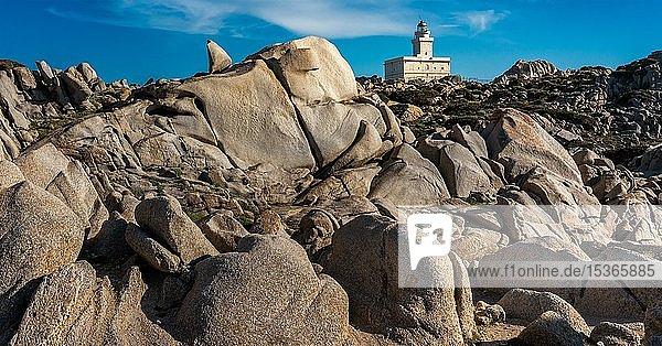 Granitfelsen mit Leuchtturm von Capo Testa  Sardinien  Italien  Europa