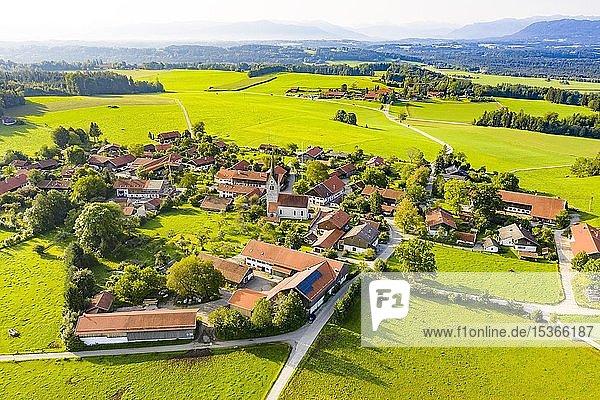 Peretshofen bei Dietramszell  Tölzer Land  Oberbayern  Bayern  Deutschland  Europa