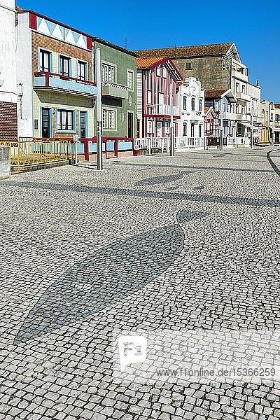 Typische bunte Häuser  Costa Nova  Aveiro  Beira Litoral  Portugal  Europa