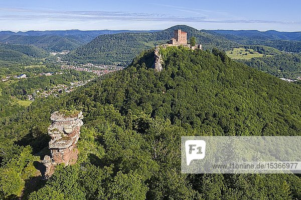 Luftaufnahme von der Burgruine Anebos und Reichsburg Trifels  Annweiler am Trifels  Südliche Weinstraße  Rheinland-Pfalz  Deutschland  Europa