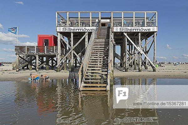 Strand mit Pfahlbau  Strandcafè Silbermöwe  St. Peter-Ording  Schleswig-Holstein  Deutschland  Europa