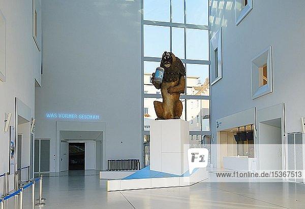 Eingangshalle mit Löwenbräu-Löwe  Museum  Haus der Bayerischen Geschichte  Regensburg  Oberpfalz  Bayern  Deutschland  Europa