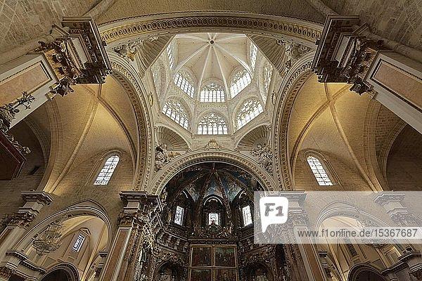 Barocker Hauptaltar und Kuppel  Kathedrale von Valencia  Valencia  Spanien  Europa