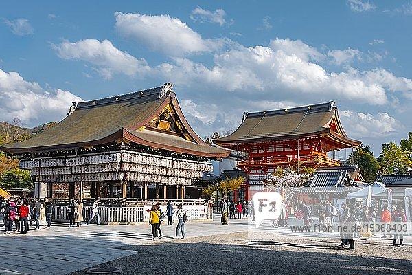 Stage Maidono und Minami-Romon Tor  Yasaka-Jinja Schrein  Kyoto  Japan  Asien