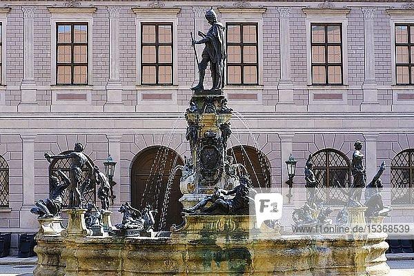 Standbild Otto von Wittelsbach auf Wittelsbacher Brunnen  Brunnenhof der Residenz  München  Oberbayern  Bayern  Deutschland  Europa