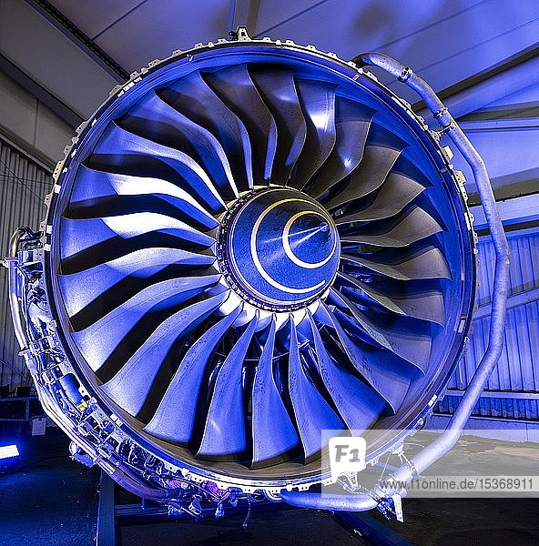 Flugzeugtriebwerk  Ausstellung Pariser Luftfahrtschau  Paris  Frankreich  Europa
