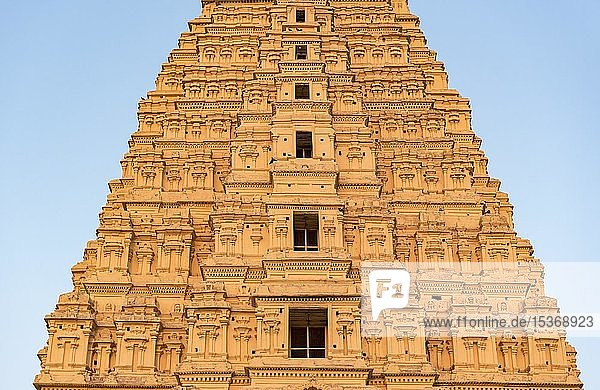 Nahaufnahme des Gopurams des Virupaksha Tempels  Hampi  Indien  Asien
