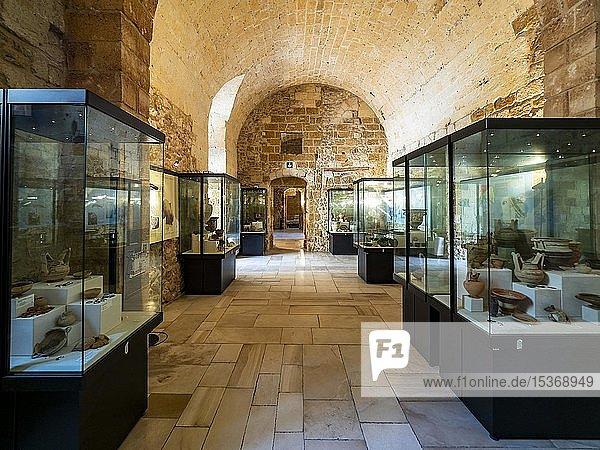 Ausstellungsraum  normannisch-schwäbische Burg  Mesagne  Apulien  Italien  Europa