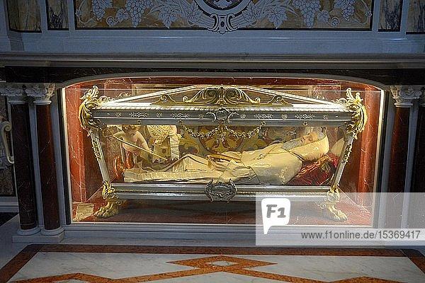 Holier Geminiano in einem Glassarkophag  Krypta in der Kathedrale von Matera  Matera  Basilikata  Italien  Europa