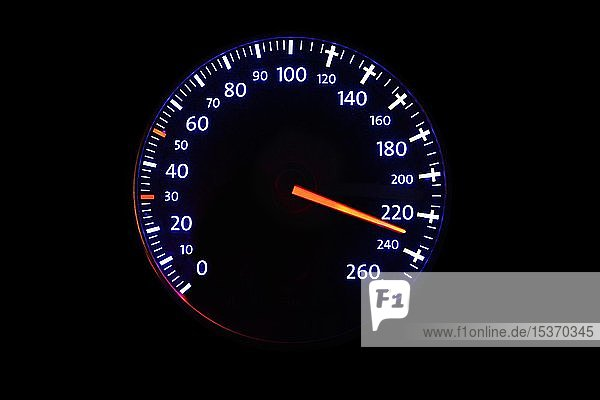 Tachometer mit Geschwindigkeitsanzeige 220 km/h und Kreuze ab 120 km/h  Symbolbild tödliche Gefahr durch überhöhte Geschwindigkeit  zu schnelles Fahren  Deutschland  Europa