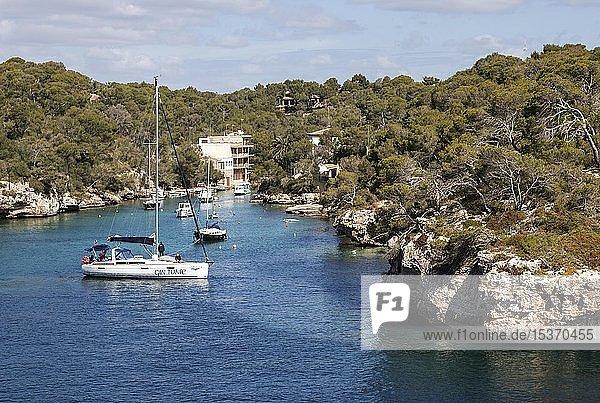 Segelboote ankern in der Bucht von Cala Figuera  Mallorca  Balearen  Spanien  Europa