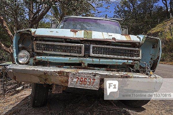 Front  Külhlergrill eines alten  verrosteten Autos  bei Liberia  Provinz Guanacaste  Costa Rica  Mittelamerika