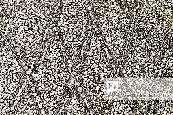 Boden verlegt mit Kiesel  Rautenmuster  Alhambra  Granada  Andalusien  Spanien  Europa