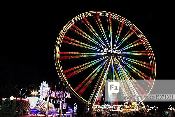 Riesenrad  Nachtaufnahme  Schützenfest in Biberach a. d. Riss  Oberschwaben  Baden-Württemberg  Deutschland  Europa