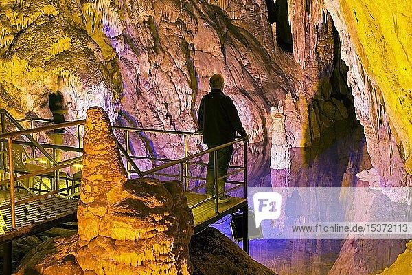 Kleiner See in der Tropfsteinhöhle Dim Magarasi  Kestel  Alanya  Provinz Antalya  Türkei  Asien