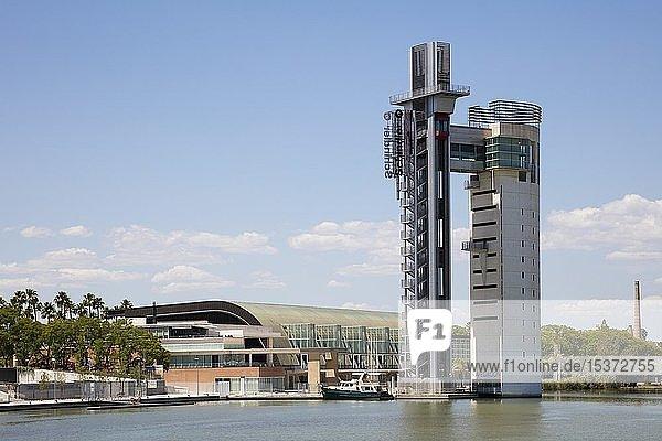 Gelände der Expo 92 mit Torre Schindler am Fluss Guadalquivir  Isla de la Cartuja  Sevilla  Andalusien  Spanien  Europa