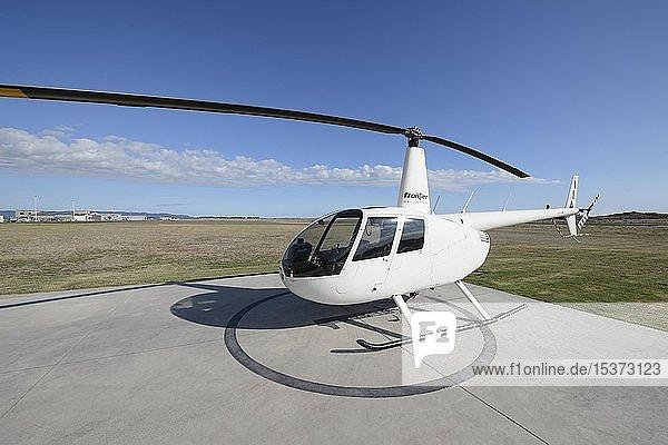 Helikopter Robinson R44 auf Flugplatz Whakatane  Bay of Plenty  Nordinsel  Neuseeland  Ozeanien