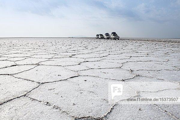 Jeeptour über ausgetrockneten Karumsee  Danakil-Wüste  Äthiopien  Afrika Jeeptour über ausgetrockneten Karumsee, Danakil-Wüste, Äthiopien, Afrika