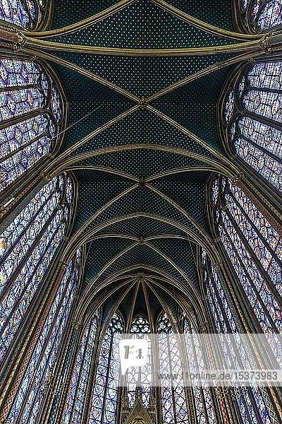 Kirchenschiff  Innenansicht  Oberkapelle  Sainte-Chapelle Île de la Cité  Paris  Frankreich  Europa