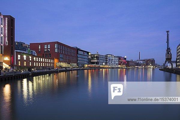 Kreativkai  Stadthafen  Abenddämmerung  Münster  Münsterland  Nordrhein-Westfalen  Deutschland  Europa