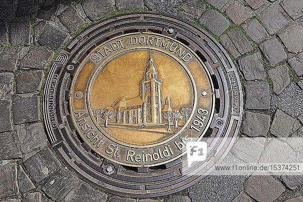 Gullydeckel mit Darstellung der St. Reinoldi Kirche,  Dortmund,  Nordrhein-Westfalen,  Deutschland,  Europa