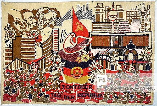 7. Oktober  Tag der Republik  historischer Teppich  ehemalige DDR  Thüringen  Deutschland  Europa
