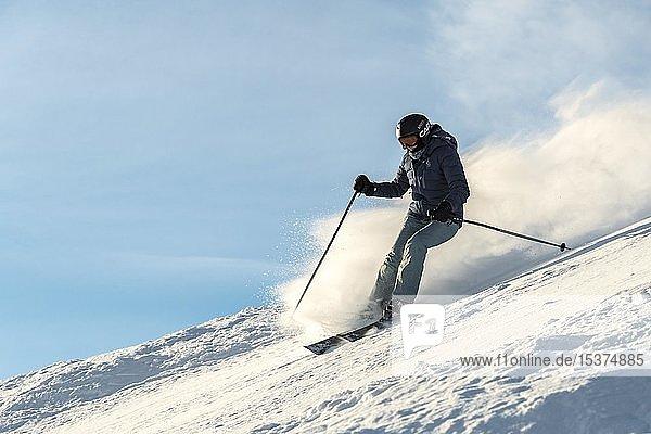 Skifahrerin  Abfahrt Hohe Salve  SkiWelt Wilder Kaiser Brixenthal  Hochbrixen  Tirol  Österreich  Europa