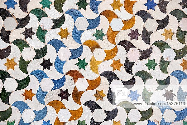 Mosaik aus farbigen Keramikfliesen  Palacios Nazaries  Nasridenpaläste  Alhambra  Granada  UNESCO Weltkulturerbe  Andalusien  Spanien  Europa