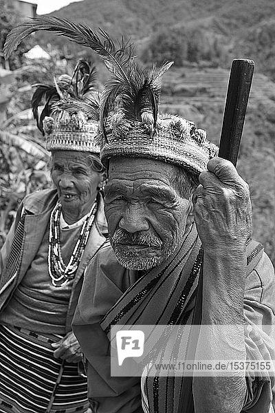 Altes Ifugao Paar mit traditionellem Kopfschmuck  Banaue  Luzon  Philippinen  Asien