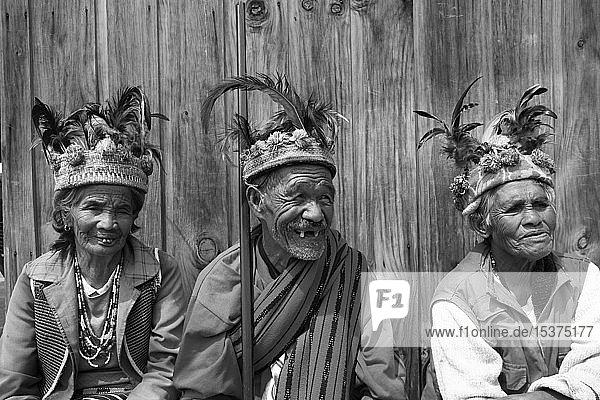 Alte Ifugaos mit traditionellem Kopfschmuck  Banaue  Luzon  Philippinen  Asien