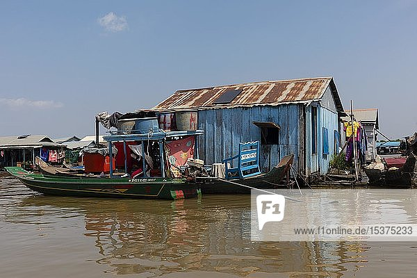 Floating villages  pile houses on the Tonle Sap River  Kampong Chhnang  Cambodia  Asia