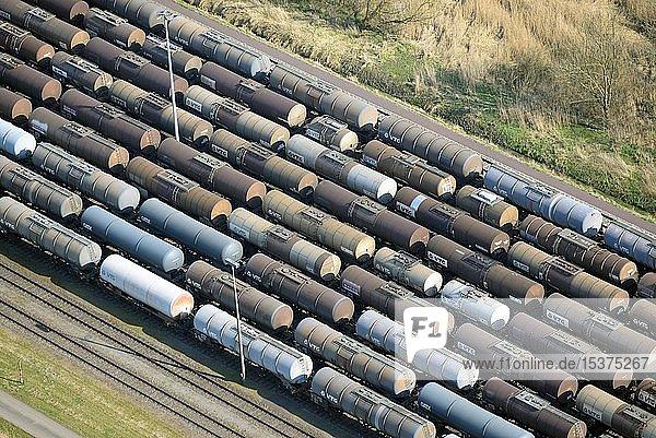 Tankwaggons auf dem Abstellgleis  Firma VTG Eisenbahn Logistik  Stade  Niedersachsen  Deutschland  Europa