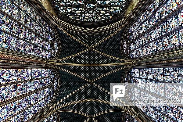 Gewölbe  Kirchenschiff  Innenansicht  Oberkapelle  Sainte-Chapelle  Île de la Cité  Paris  Frankreich  Europa
