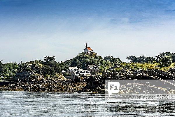 Ile de Brehat  Kapelle Saint MichelIle de Brehat  Blick auf die Insel  Department Cotes-d'Armor  Bretagne  Frankreich  Europa