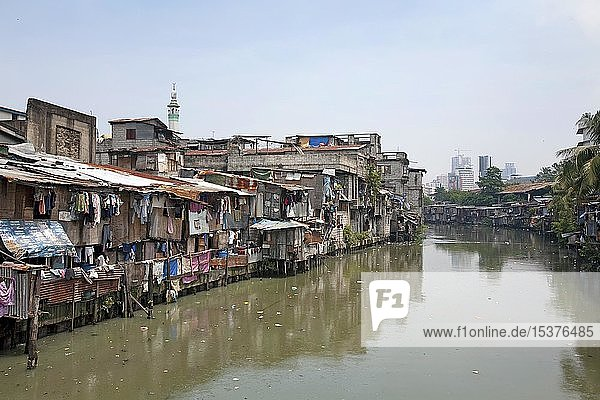 Armenviertel am Pasig Fluss in Manila  Luzon  Philippinen  Asien