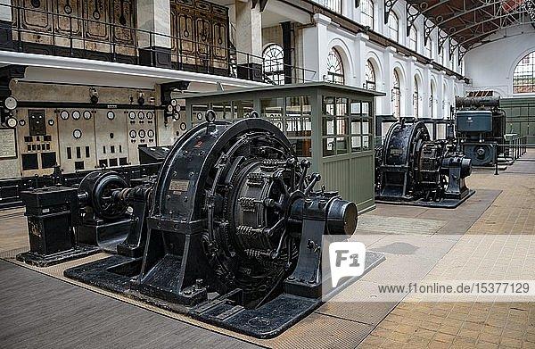Generatoren  historischer elektrischer Maschinenraum  Stromversorgung  Straßenbahnmuseum  Museu do Carro Electrico da Cidade do Porto  Porto  Portugal  Europa