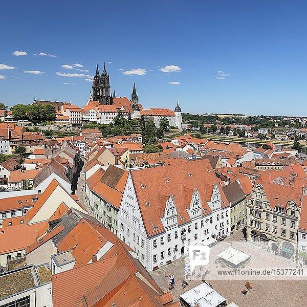 Blick über die Altstadt mit Marktplatz  Rathaus und Dom  Meißen  Sachsen  Deutschland  Europa