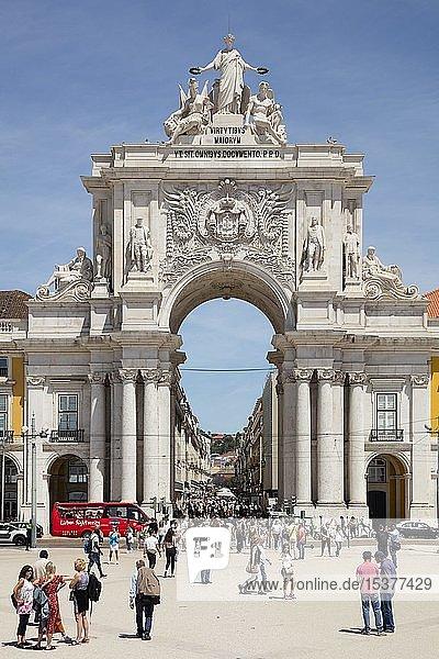 Arco da Rua Augusta  Triumphbogen  Praca do Comércio  Handelsplatz  Lissabon  Portugal  Europa