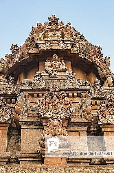 Gottheiten  Ornament der FassadeSri Krishna Tempel  Hampi  Indien  Asien