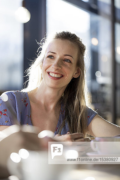 Porrait of smiling woman in a cafe