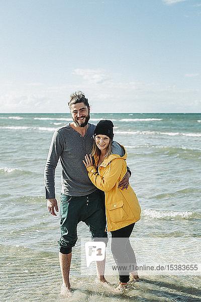 Ehepaar am Strand von Heiligenhafen