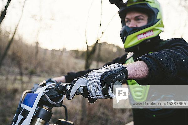Porträt eines Motocross-Fahrers