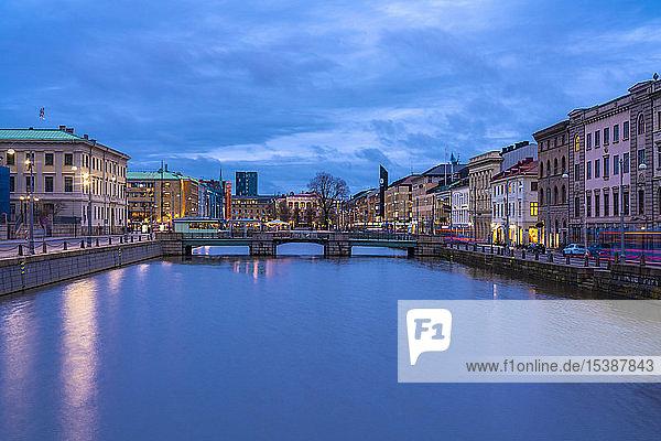 Schweden  Göteborg  historisches Stadtzentrum mit Tyska Bron und Brunnsparken im Hintergrund